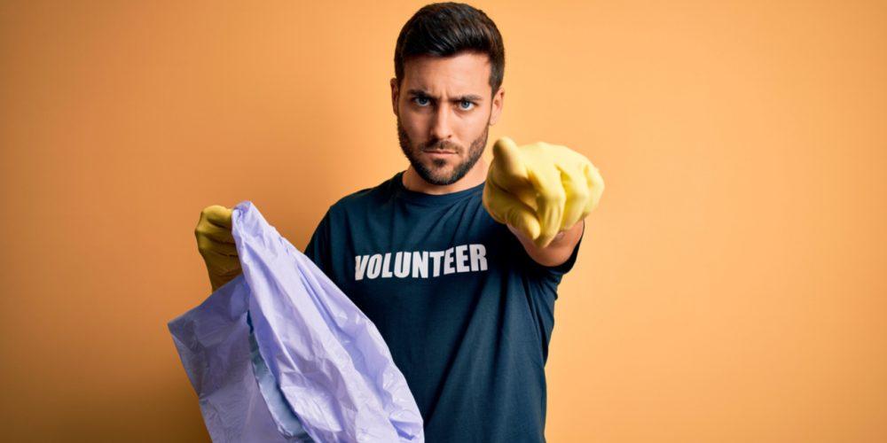 Volunteer demanding national service